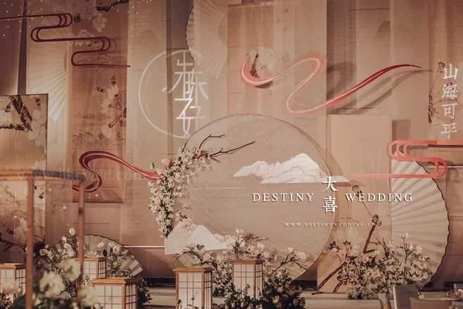 杭州 婚礼房间布置装饰品_参加婚礼男人穿什么衣服合适
