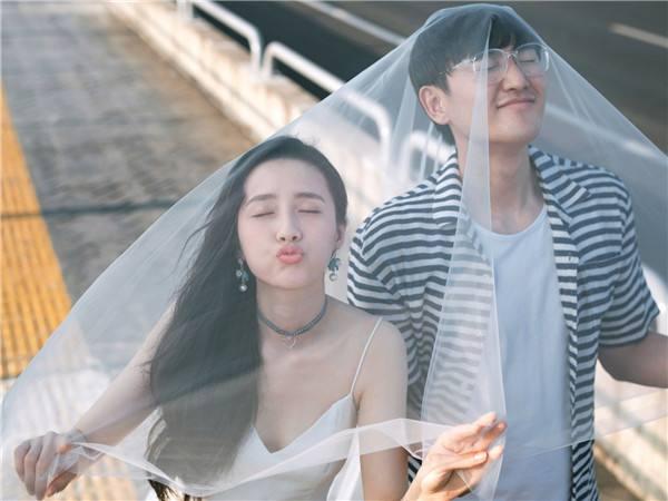发结婚照片配简短文字_发结婚照的说说