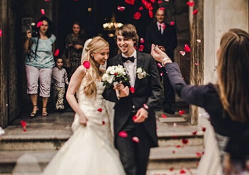 婚礼祝福喊麦广告歌_梦见自己正在举办婚礼父母很高兴