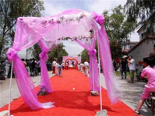 婚礼上唱的歌有哪些_农村婚礼场景怎么布置图片