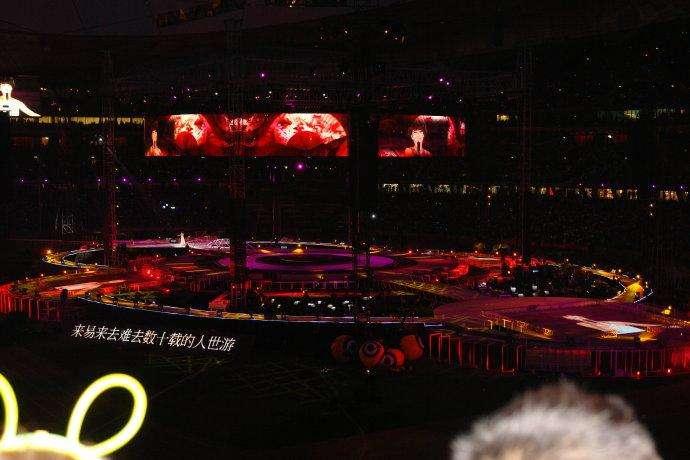滚石三十周年演唱会完整版_女孩子一个人看演唱会