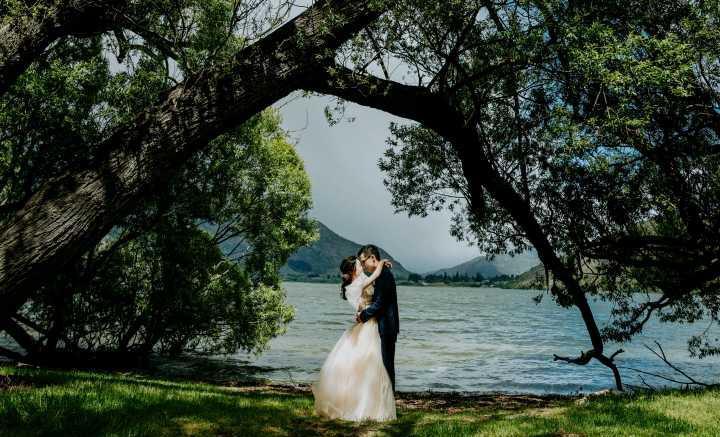 想要和新娘在旅游结婚怎么办婚礼呢?